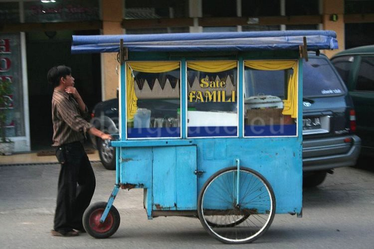 A Kaki Lima Food Cart