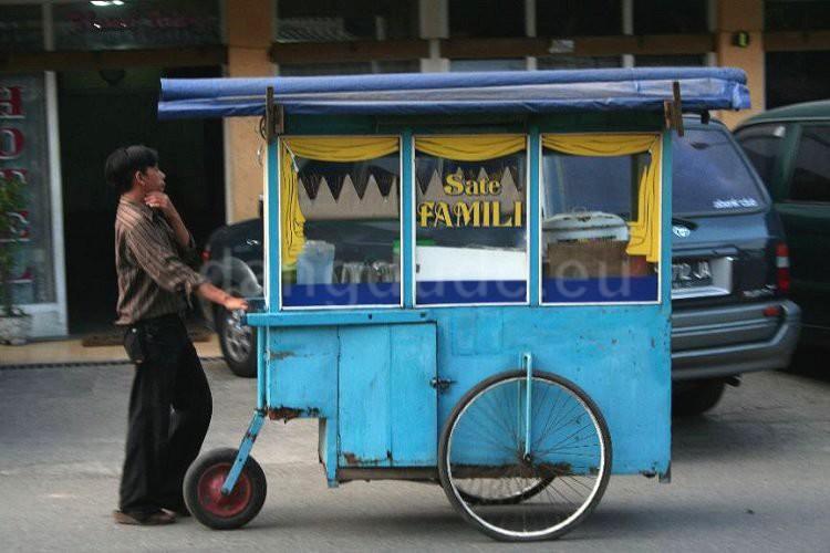 A Kaki Lima Food Cart
